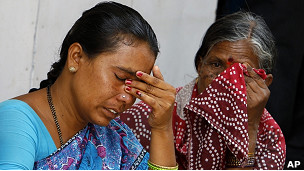 Devotas de Sai Baba lloran su muerte