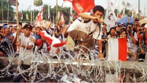 Para pelajar juga ikut dalam demo di DPR