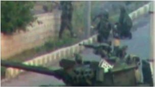 叙利亚军队的坦克挺进德拉