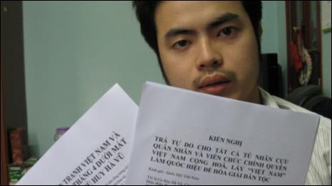 Sinh viên Nguyễn Anh Tuấn và các tài liệu nói tới trong đơn