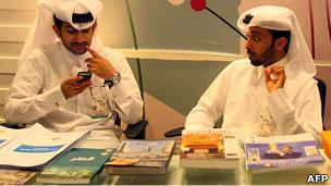 Qataríes en una conferencia sobre Libia