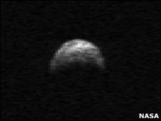 Asteroide YU55 em imagem registrada por telescópio, em 2005