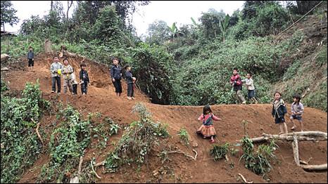 Trẻ em Hmong ở Mường Nhé