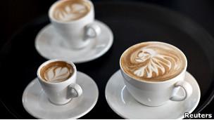 """الجنس والقهوة قد """"يتسببان في الجلطة الدماغية"""" 110506103807_latte_art_is_displayed__304x171_reuters"""