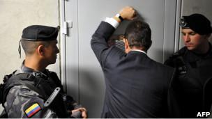 Ministro del Interior de Colombia, Germán Vargas, visita una prisión en Colombia