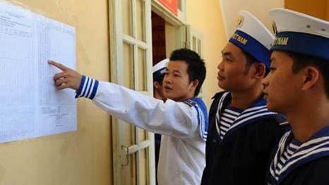 Bỏ phiếu sớm ở Trường Sa (Hình: VietnamNet)