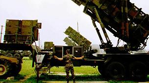 الولايات المتحدة تعلن عن صفقة صواريخ باتريوت للكويت  110520121638_patriot_missile_304x171_ap_nocredit