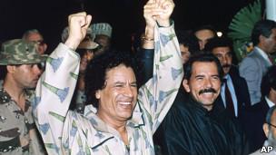 Daniel Ortega y Muamar Gadafi en 1991