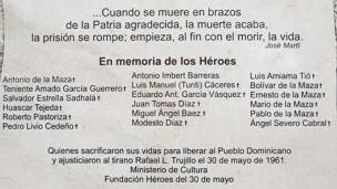 Placa en conmemoración de la muerte de Trujillo (Foto: Tim Mansel)