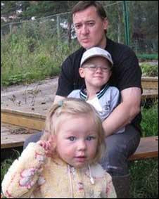 Dmitry Malov com os filhos (Foto da família)