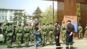 呼和浩特内蒙大学武警把门(30/05/2011)