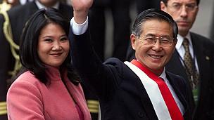 Keiko Fujimori y Alberto Fujimori en el año 2000