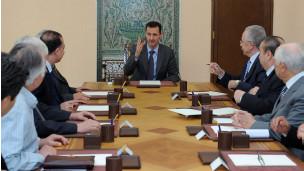 الأسد يجتمع مع أعضاء اللجنة الوطنية للحوار