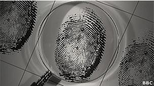 110606132847 sp fingerprints  304x171 bbc Nanotecnología para hallar huellas dactilares imposibles
