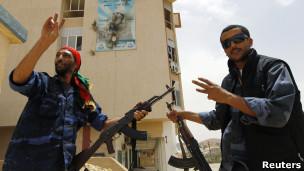 مقاتلو المعارضة في يفرن