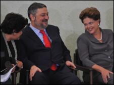 Palocci com a ministra Izabella Teixeira e a presidente Dilma Rousseff, nesta terça (Foto: Ag. Brasil)