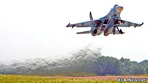 Lần đầu tiên máy bay chiến đấu Su-27 bay từ miền Trung ra Trường Sa (hình minh họa)