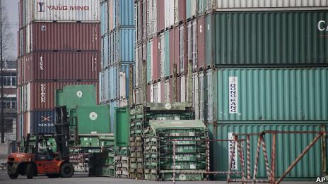 Pelabuhan kontainer di Shanghai, Cina