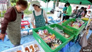 日本地震海啸灾区灾民食品市场