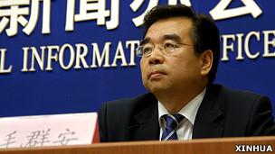中国卫生部宣传中心主任毛群安(新华社资料照片)
