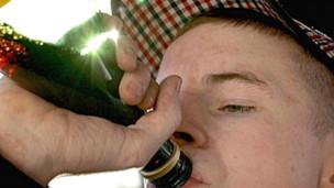 Los hijos de padres ebrios corren más riesgo de embriagarse