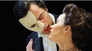 الحب لا يموت في مسرحية موسيقية