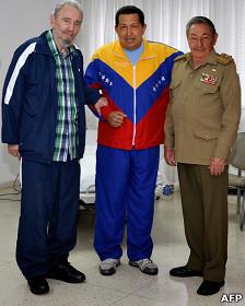 Fidel Castro, Hugo Chávez y Raúl Castro en La Habana