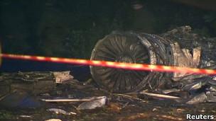 مقتل العشرات تحطم طائرة ركاب