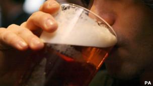Дистрибьюторы напитка хотят создать сеть недорогих пабов по всей стране.