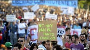متظاهرون في إسبانيا ضد إجراءات التقشف