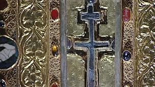 Relicário onde estão fragmentos que seriam da cruz onde Jesus Cristo foi crucificado (BBC)