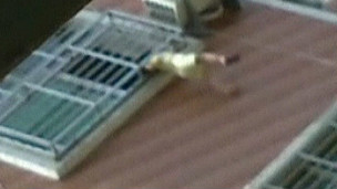Menino ficou preso pela cabeça por dez minutos