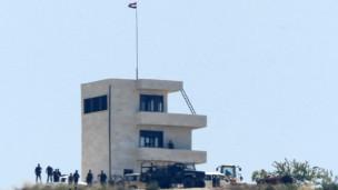 الجيش السوري ينتشر بالقرب من الحدود مع تركيا