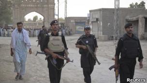 أفراد شرطة باكستانيون