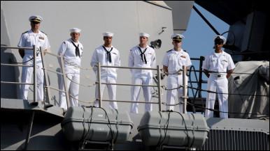 Lính thủy Mỹ trên tàu USS Chung-Hoon