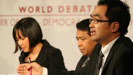 Debat BBC mengenai demokrasi dan kemakmuran