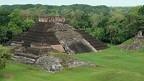 Esqueleto encontrado en cementerio maya