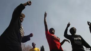 Foto de arquivo mostra protesto na África do Sul em 2009, em reação a crimes cometidos contra mulheres homossexuais (AFP)