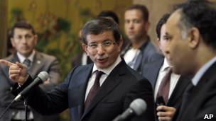 Turquia reconhece conselho rebelde como representante da Líbia