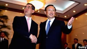 Hai ngoại trưởng Takeaki Matsumot và Dương Khiết Trì