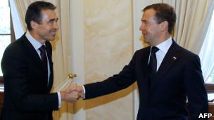 الرئيس ميدفيديف(يمين) يستقبل راسموسن