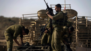 جنود إسرائيليون على الحدود مع قطاع غزة