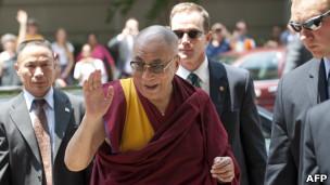 西藏流亡精神领袖达赖喇嘛周二抵达美国首都华盛顿(05/07/2011)