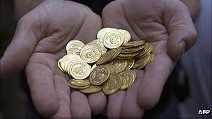Monedas encontradas por la pareja en su casa en Francia