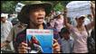 Biểu tình chống Trung Quốc ở Hà Nội hôm CN 10/7/11 (AFP)