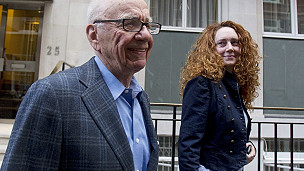 Rupert Murdoch y rebekah Brooks en Londres