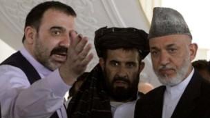 احمد ولی کرزی (چپ) و حامد کرزی