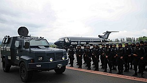 Policías federales arriban a Michoacán, México