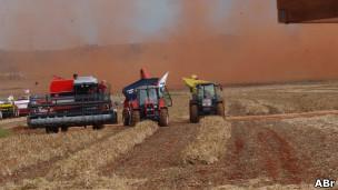 Colheita de grãos no Mato Grosso. ABr
