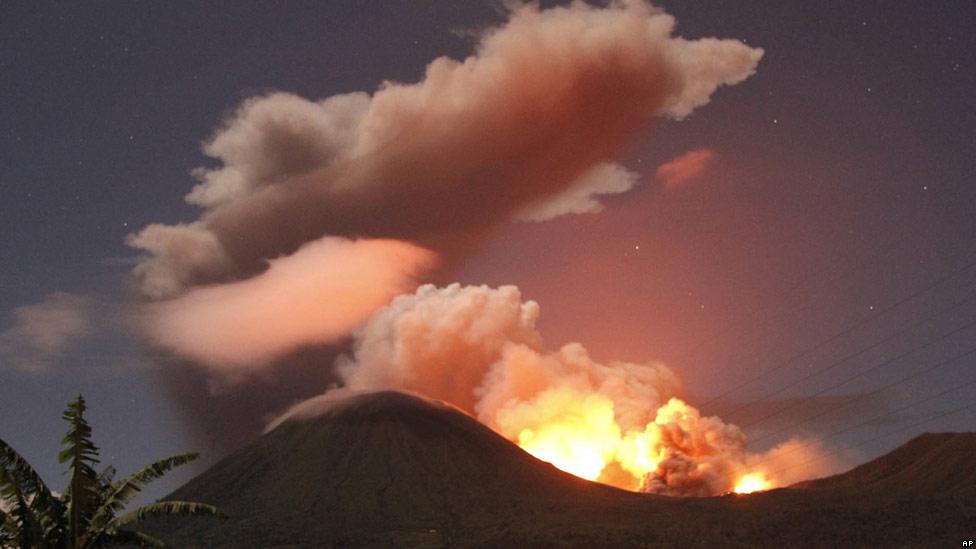 Monte Lokon erupción del volcán (Sulawesi, Indonesia) : Alerta se elevó a más alto nivel + imágenes de la erupción 110715135342_sp_galeria_indonesia_1